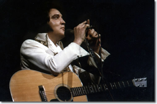 Elvis Presley performing at Market Square Area, Indianapolis, June 26, 1977. Courtesy of ElvisPresleyPhotos.com.