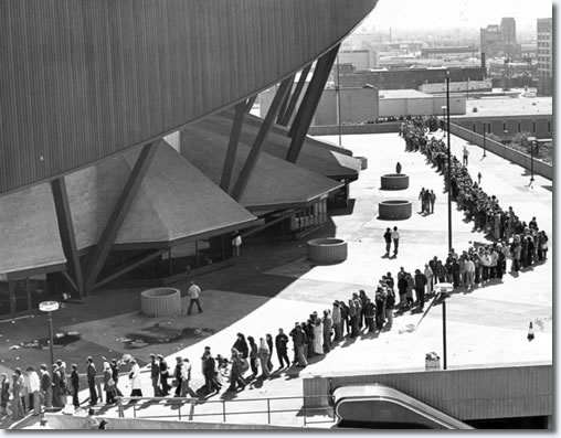 Fans lining up to purchase Elvis tickets at Market Square Arena. Courtesy of ElvisPresleyPictures.com