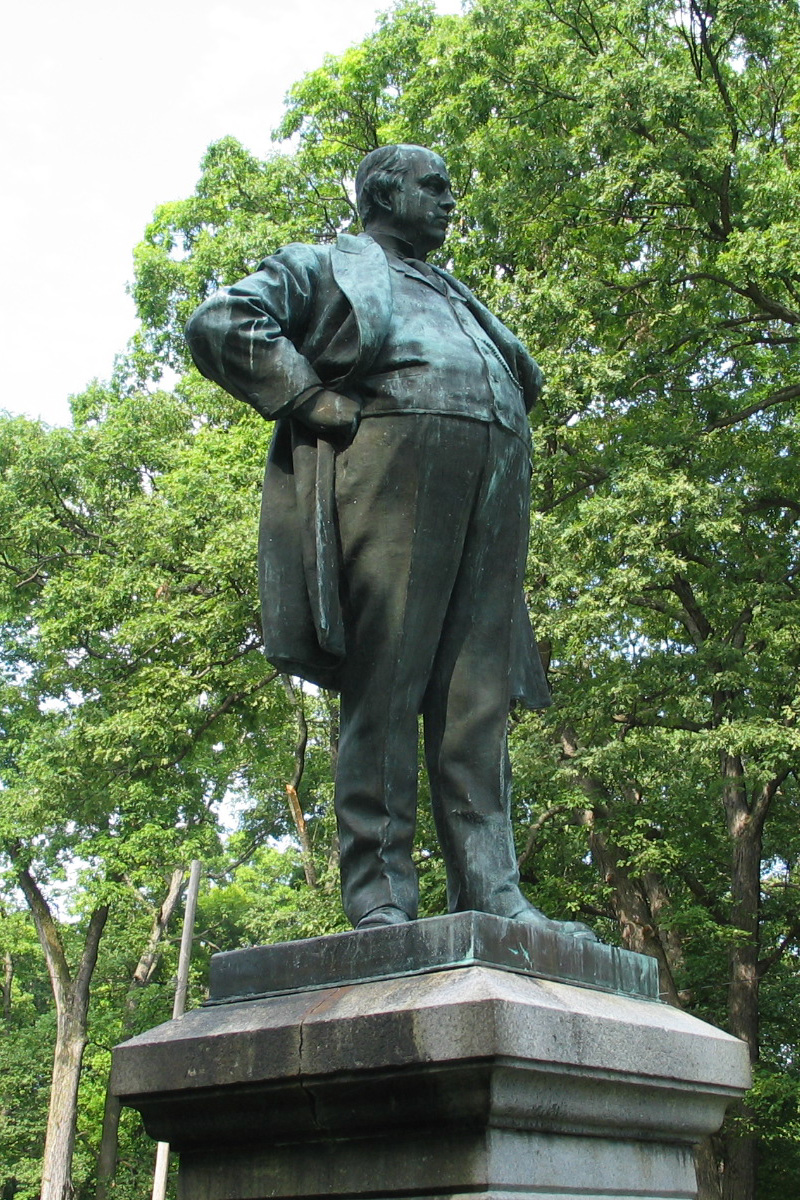 The Robert Ingersoll statue in Glen Oak Park in Peoria, Illinois. Courtesy of Wiki Commons.