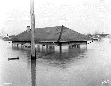 jeffersonville_station_in_flood_1937_bass_